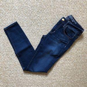 American Eagle • dark wash jeans